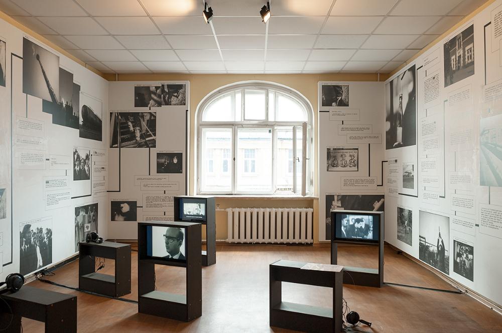 Nomeda & Gediminas Urbonas, Družba, 2003 ongoing, multimedia installation, 3 min 48 sec, 2 min 08 sec, 1 min 17 sec